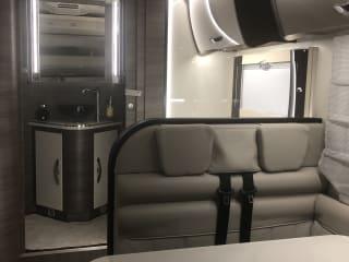 Nieuwe moderne gezellige mobilhome met alle comfort.