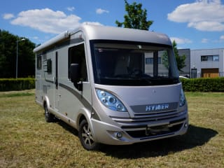 Hymer Exsis i614 Integral | Family camper with 4 fixed sleeping places |