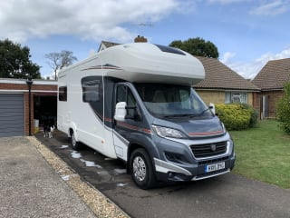 Auto Trail Apache 700 6 Berth 6 Travelling Seats