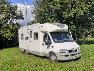 Noleggio camper Laika - Kreoss 3008  con 4 posti letto