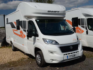 Sheriff Of Nottingham – Our Luxury 2020 6 berth, Fixed Bed Sheriff