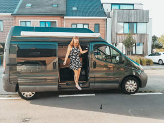 Omgebouwd Vivaro busje/camper genaamd Wanda!