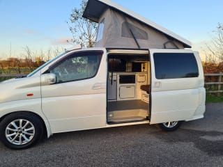 Luxury Elgrand camper. Smooth v6 engine and auto gearbox