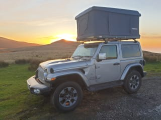 Austin - Jeep Wrangler with Tentbox