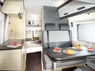 Gloednieuwe campervan met verrassend veel ruimte