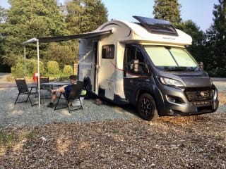 Freddy – Roller Team T Line 590 Sleeps 4