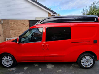lil Red – Perfect little camper for a couple getaway, professionally converted