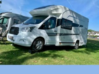 Cozy motorhome for couple (+1 child)