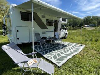 King Camper  – Gloednieuwe, luxe alkoofcamper voor vijf