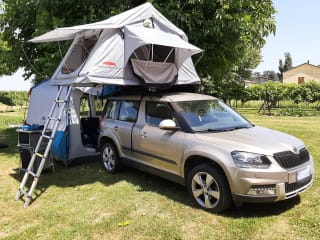 Yeti 4x4 di Claudia con tenda da tetto