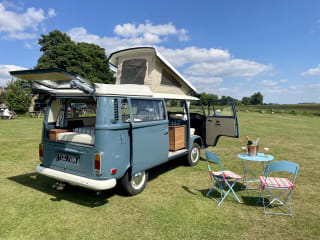 Bernard – Beautiful Campers 1972 VW Early Bay For Hire From Yorkshire