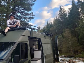 Nomad – Bespoke dog friendly adventure van