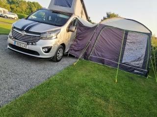 BIG BAD – Vauxhall vivaro campervan, professional conversion.