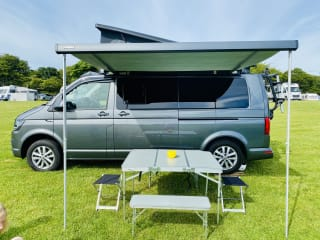 #Aonecamperco – Newly converted, luxury VW Campervan