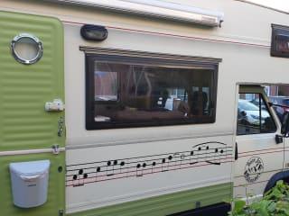 Gezellige frisse vintage camper, zelfvoorzienend en coronaproof