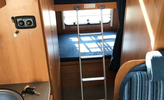 Complete & Compact 6-person camper with bunk bed (Luxe)