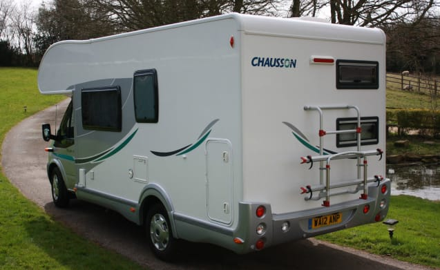 Trixie – TRIXIE - OUR 6 BERTH CHAUSSON WITH BUNKS