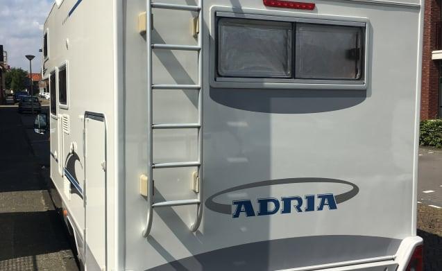 Spacious neat camper Adria Coral 660 SP