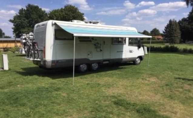 C-rijbewijs. Hymer e700 – 4 person Hymer E700. 8 meters long, equipped with all conveniences and luxury