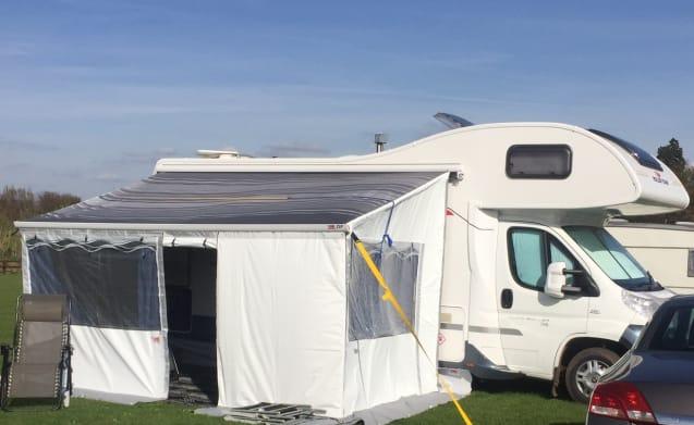 Luxurious 6 Berth Motorhome - Cheshire based