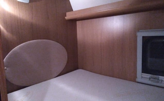 Alcove motorhome 4 to 6 people-environment Antwerp