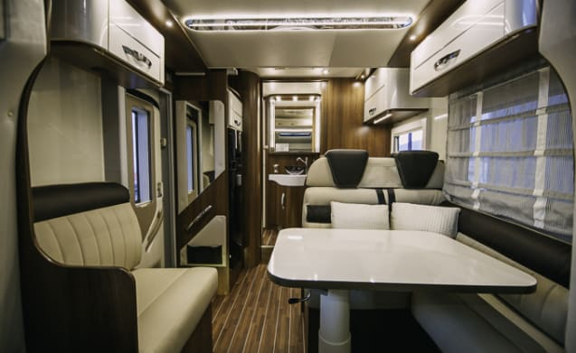 MCLOUIS SOVEREIGN - LUXURY MOTORHOME
