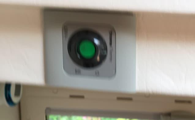 CamEsman 690 DHL  (semi) automaat,  5 pers. B rijbewijs