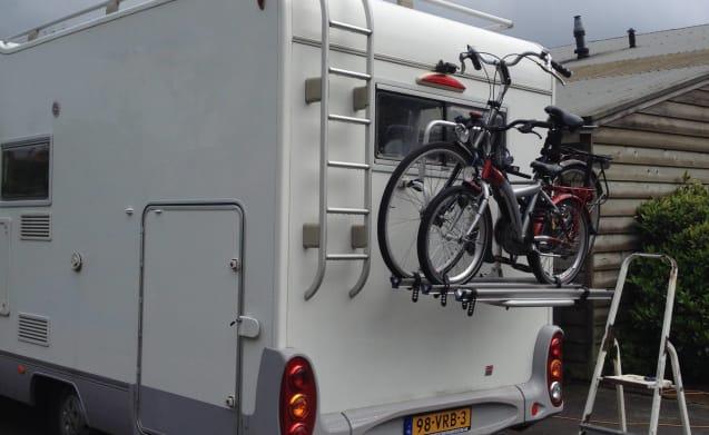 vrijheid op wielen  – zeer compleet met xxl garage 2x2persoons ruime bedden