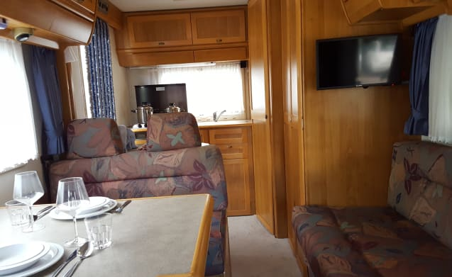Tante Turtle – Compact top Hymer motorhome for a family or couple!