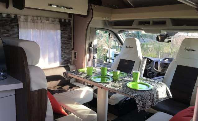 Ford Benimar cocoon 463 – Beautiful new mobilhome / camper with everything on and on! Pet negotiable!