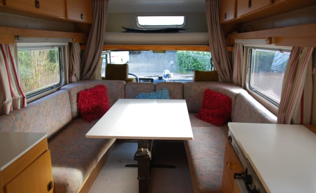 Spacious, clean and comfortable vintage camper!