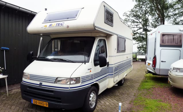 310 – 310 Well maintained Rotec 590 with double dinette! Incl. inventory