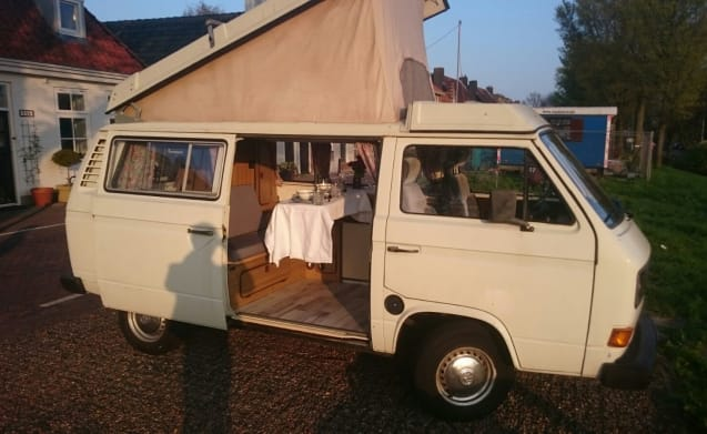 Taeke – Charming Volkswagen Westfalia Joker T3 with lifting roof