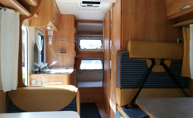 #6 Ford Rimor Katamarano Camper uit 2009 met stapelbedden (Camper 6) – Very Luxury 7 Person Alkoof Camper from 2009 with 2 Bunk beds (Camper 6)