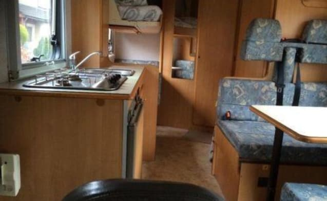 Spacious 6-person camper with inventory