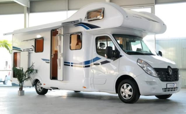 G-type – New, economical family camper 200 extras, TV, 2 x air conditioning, camping books