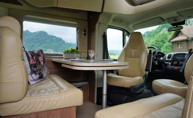 Vanity; chique met klasse. In stijl op reis! – Vanity; chic with class. Traveling in style! 4 sleeping places!