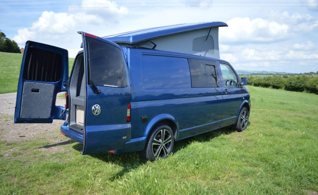 winston vw t5 camper langer radstand 4 liegeplatz ab 94 pro tag goboony. Black Bedroom Furniture Sets. Home Design Ideas