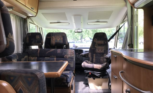 Hymer B644 - spacious and complete camper for 6 people