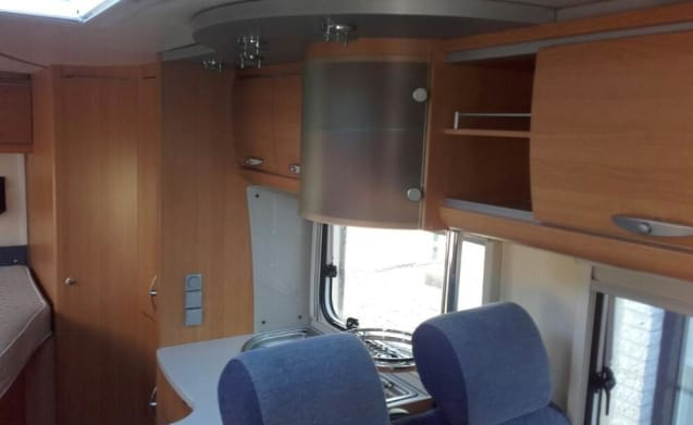 Very nice Knaus half-integral camper for 3 people