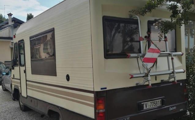 Gangbus – Motorhome Mirage East sleeps 5