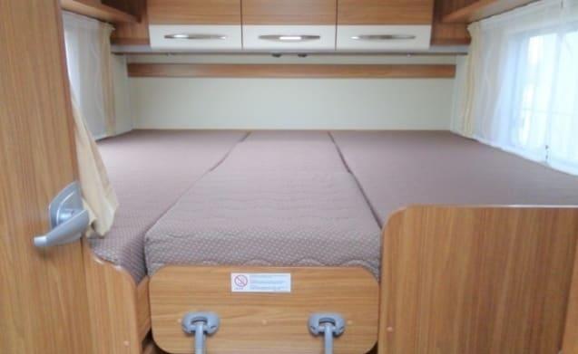 Ruime camper voor 4 personen, enkele bedden / CSB4