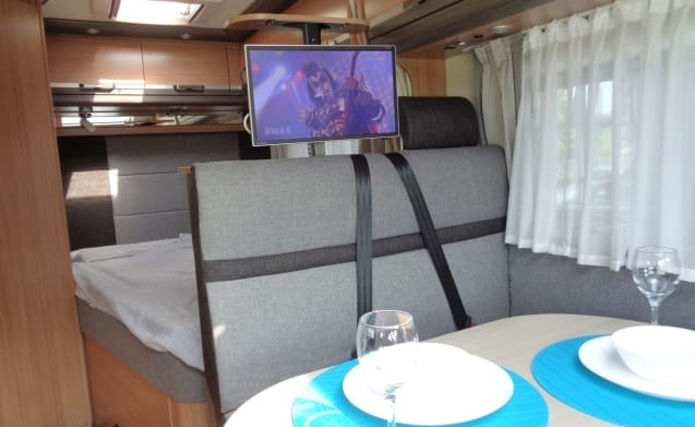 Spacious camper for 3 people, french bed / PC3