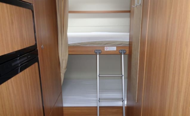 Camper for 6 people, bunk bed / CF6