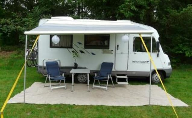 Beauty – Hymer Integral, air conditioning, Fold-down bed and cozy round seating. Dog can come along