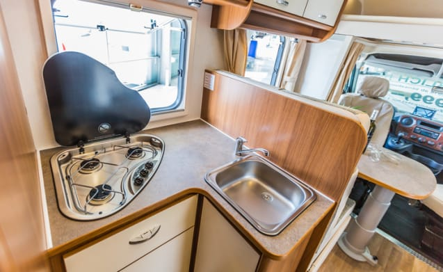 F-type – New camper bj 2018 2 single beds, 200 free extras TV, navigation
