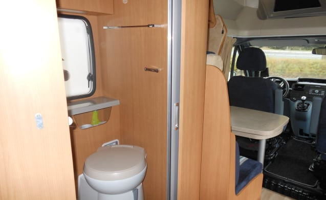 Luxury motorhome with queens bed