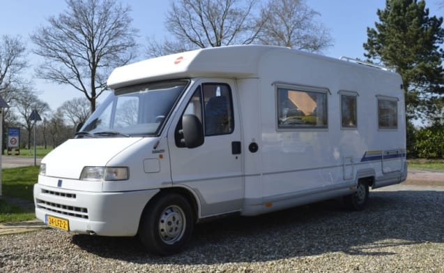 506 – 506 Burstner T627 with low fixed bed. Ideal with his two on the road!