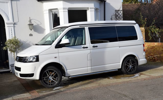 ABBA – Stunning VW Professionally Converted Campervan T5