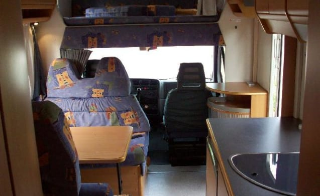 Knaus Traveler 708G with crossbed and garage. Equipped with Motorairco!